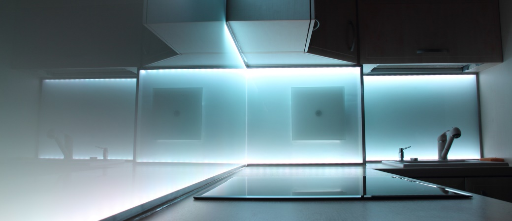 Elektrisierende Geschäftsidee: Möbel mit Stromschienen