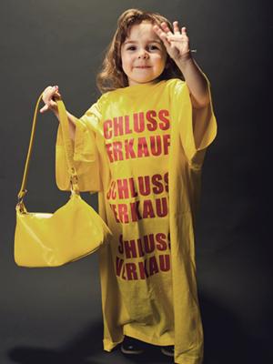 Geschäftsideen ohne Eigenkapital - T-Shirts tragen
