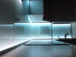 elektrisierende gesch ftsidee m bel mit stromschienen. Black Bedroom Furniture Sets. Home Design Ideas